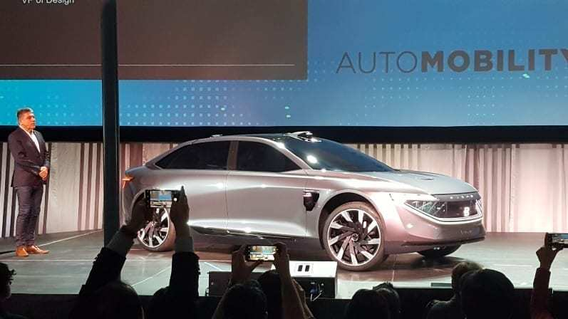 Byton M-Byte Concept on Stage @ AutoMobility LA 2018 - Crowd snaps cell-phone pics during presentation